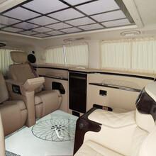 深圳奔驰V260改装吧台隔断,威霆改装隐藏秘书椅图片