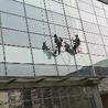 北京蜘蛛人高空玻璃贴膜公司,吊绳高处广告布安装