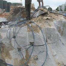 不用炸药的情况下用什么办法最快破除岩石大笨象YD破石机图片