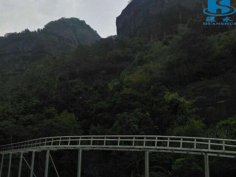 新潮的玻璃滑道就在广州环水水上设施建造玻璃滑道