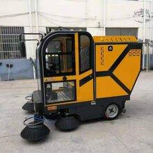 供应小型扫路车宜悦道路电动扫路车驾驶室式电动扫路车可定制调试图片