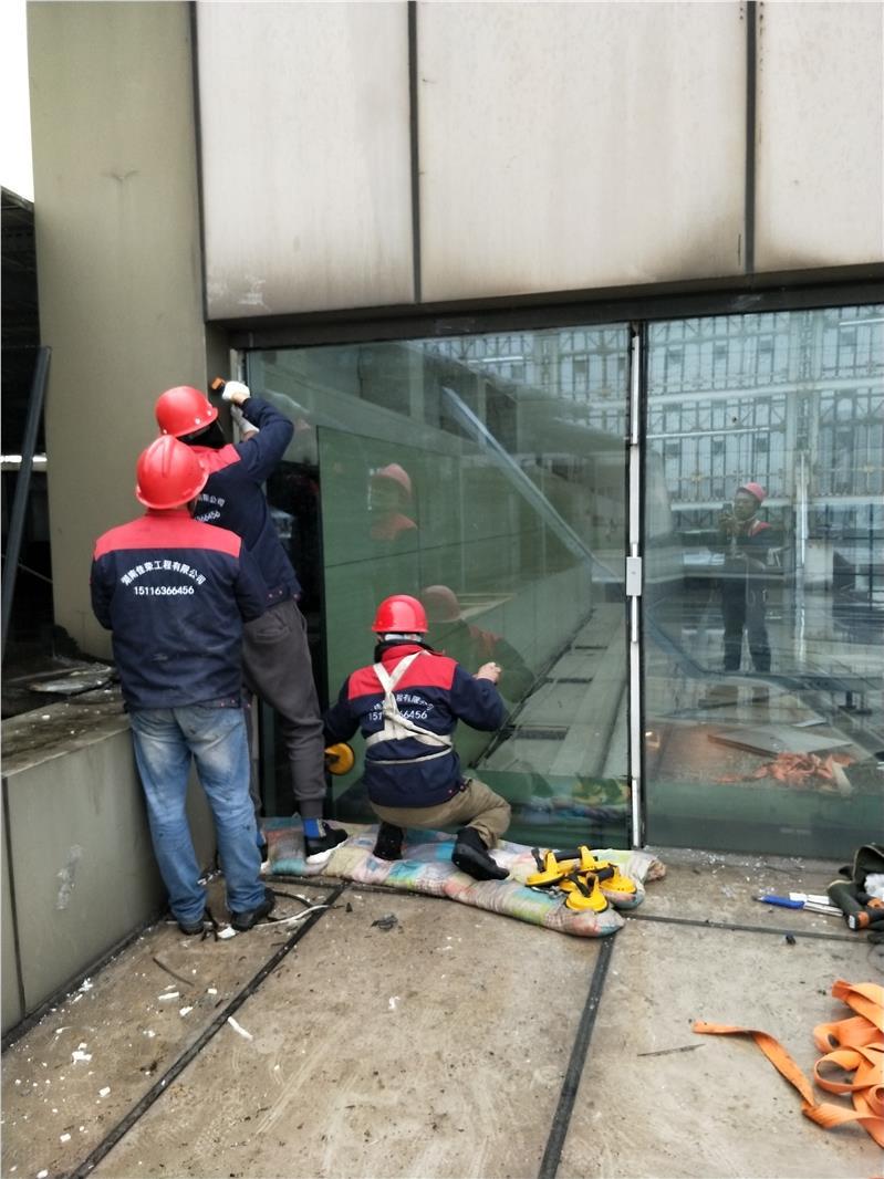 合肥夾膠鋼化中空玻璃維修玻璃更換幕墻安裝的