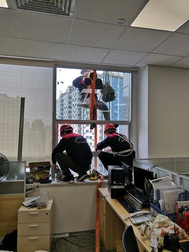 夾膠鋼化中空玻璃維修玻璃更換幕墻安裝圖