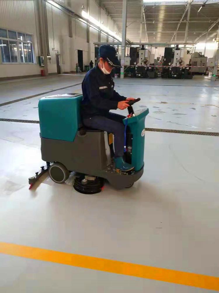 全自动车间仓库驾驶式洗地机超市商场地面洗地拖地吸干机图片