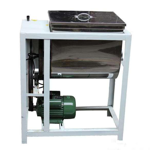和面机 使用方法: 先将面粉倒入机筒内,启动电机后,适量加,和面搅拌机