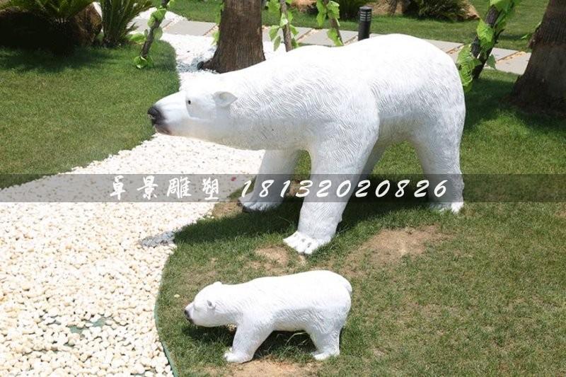 北极熊(拉丁学名:Ursus maritimus (Phipps, 1774),是熊科熊属的一种动物,是世界上的陆地食肉动物,又名白熊。皮肤为黑色,由于毛发透明故外观上通常为白色,也有黄色等颜色,体型巨大,凶猛。   北极熊的视力和听力与人类相当,但它们的嗅觉极为灵敏,是犬类的7倍;奔跑时最快速度可达60km/h,是世界百米冠军的1.