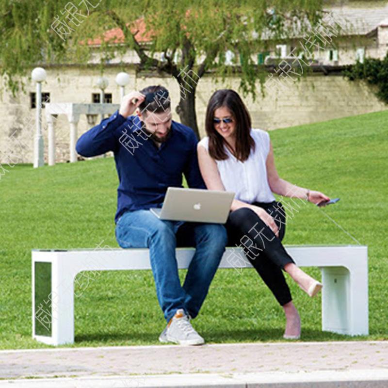 国外版太阳能智能休闲椅