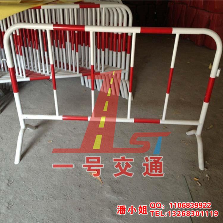 名称:铁马,安全护栏 采用优质油漆喷漆制作,手工精密耐用.