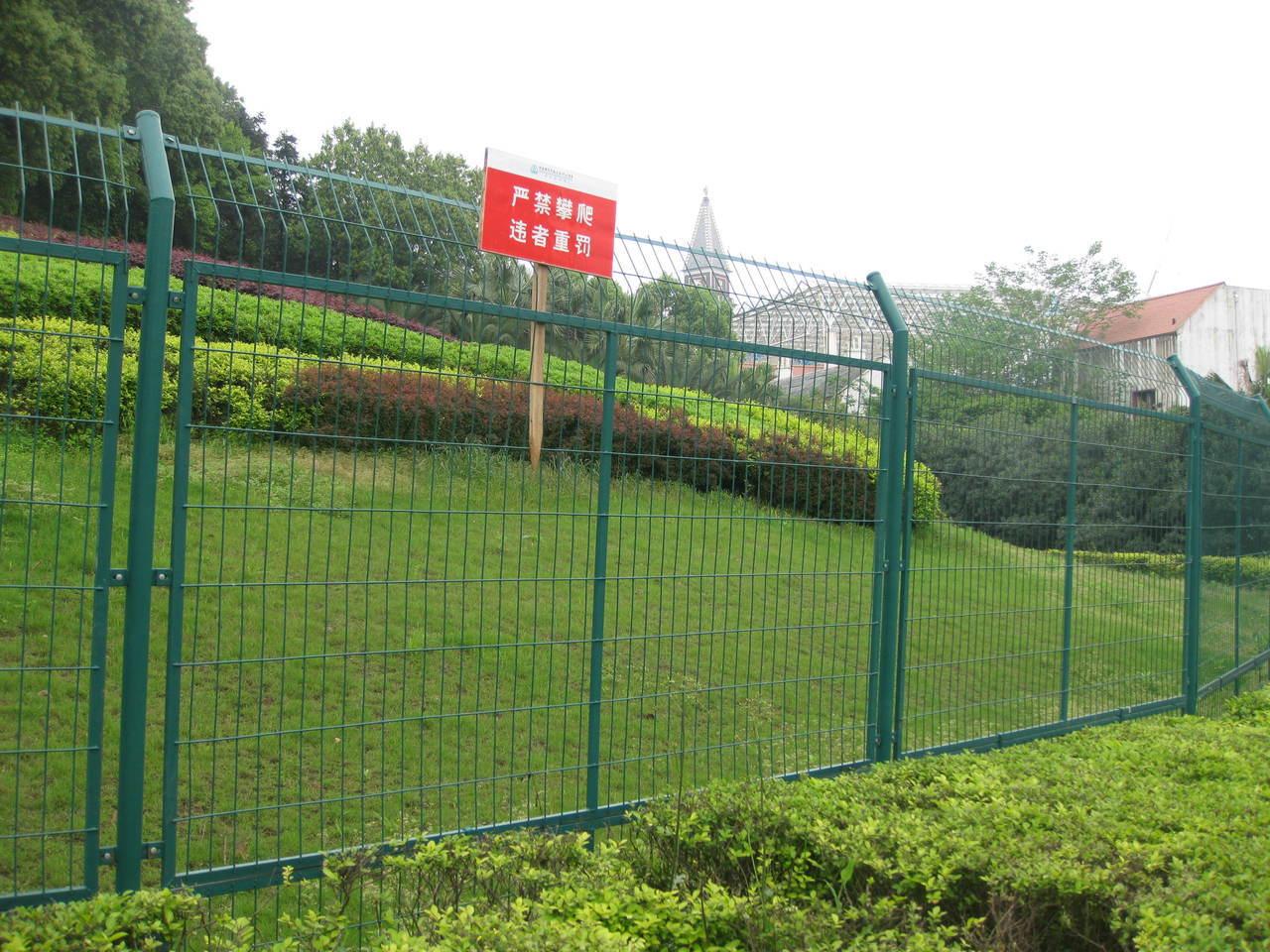 公路护栏网图片