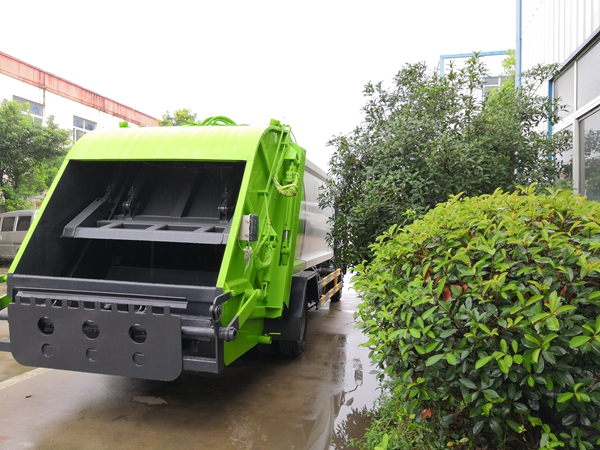 德宏傣族景颇族自治州东风5方压缩垃圾车n,3吨摆臂式垃圾车