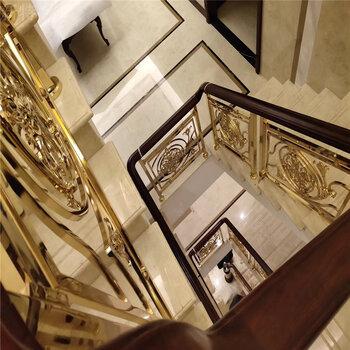 深圳酒店铝雕花扶梯复式阳台K金铝艺围栏完工图