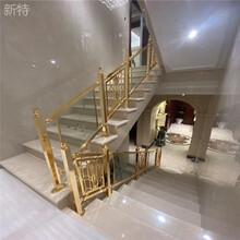徐州新款家裝鍍金鋁夾玻璃樓梯護欄弧形樓梯欄桿輕奢定制圖片