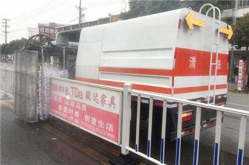 多利卡护栏清洗车 (4).jpg