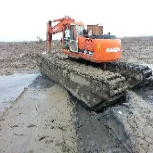 襄阳卡特比勒215-9水上挖掘机出租湿地开发