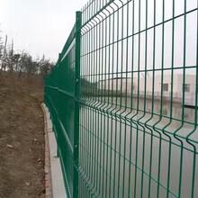 专业生产小区护栏网三角折弯网片桃型立柱喷塑小区隔离栅安邦五金制品