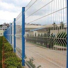 三角折弯护栏网三角护栏网彩色护栏网图片