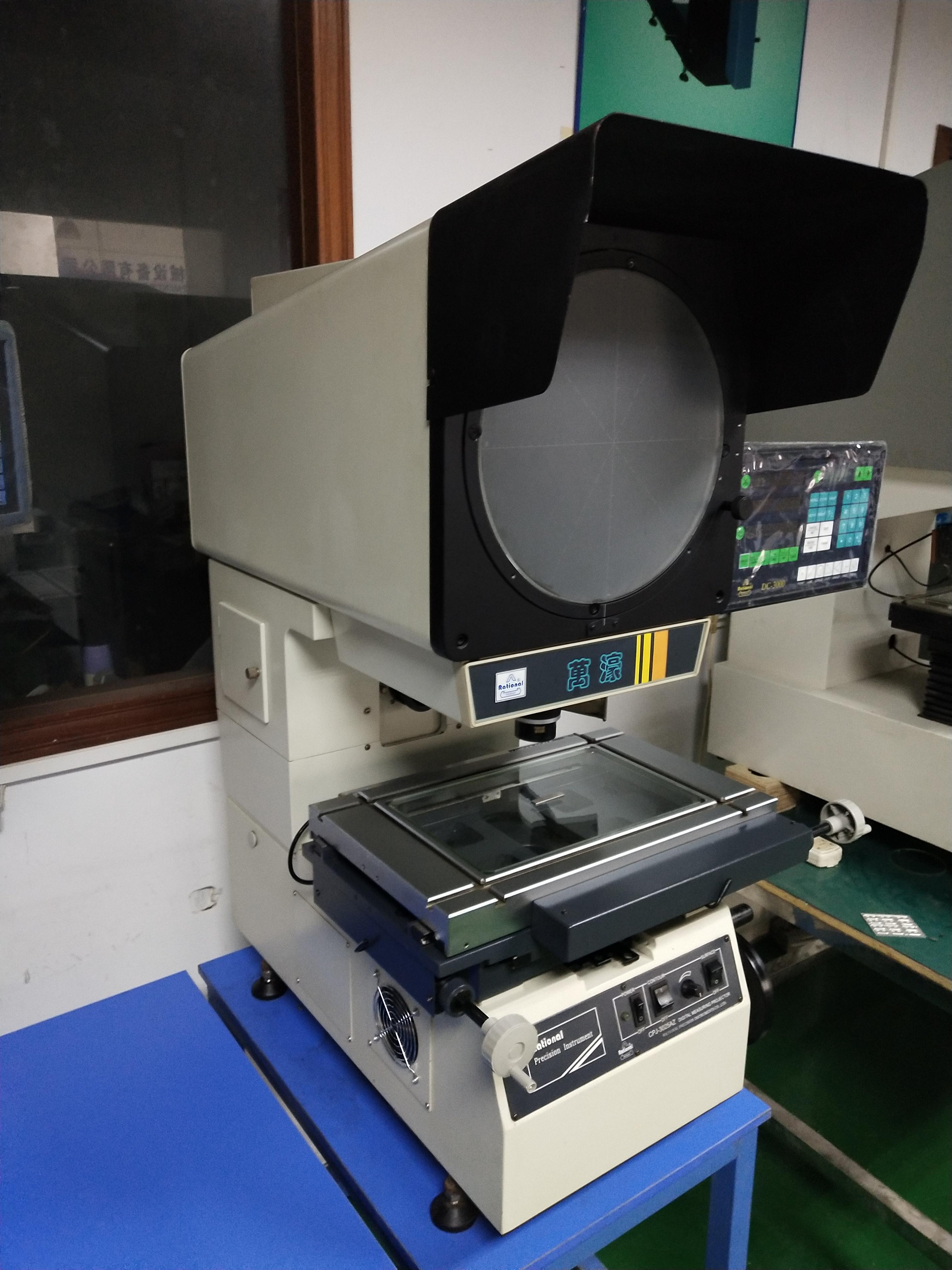 万濠投影仪CPJ一3025AZ,99成新价处理