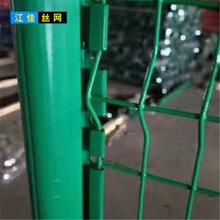 加粗加硬三角折弯护栏网A莱芜加粗加硬三角折弯护栏网A桃型柱护栏网直供图片