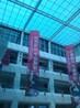 北京商场中庭吊挂饰品的电动遥控挂钩提升机