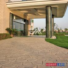 北京彩色压膜路面全国材料施工,模具免费技术指导包教包会图片