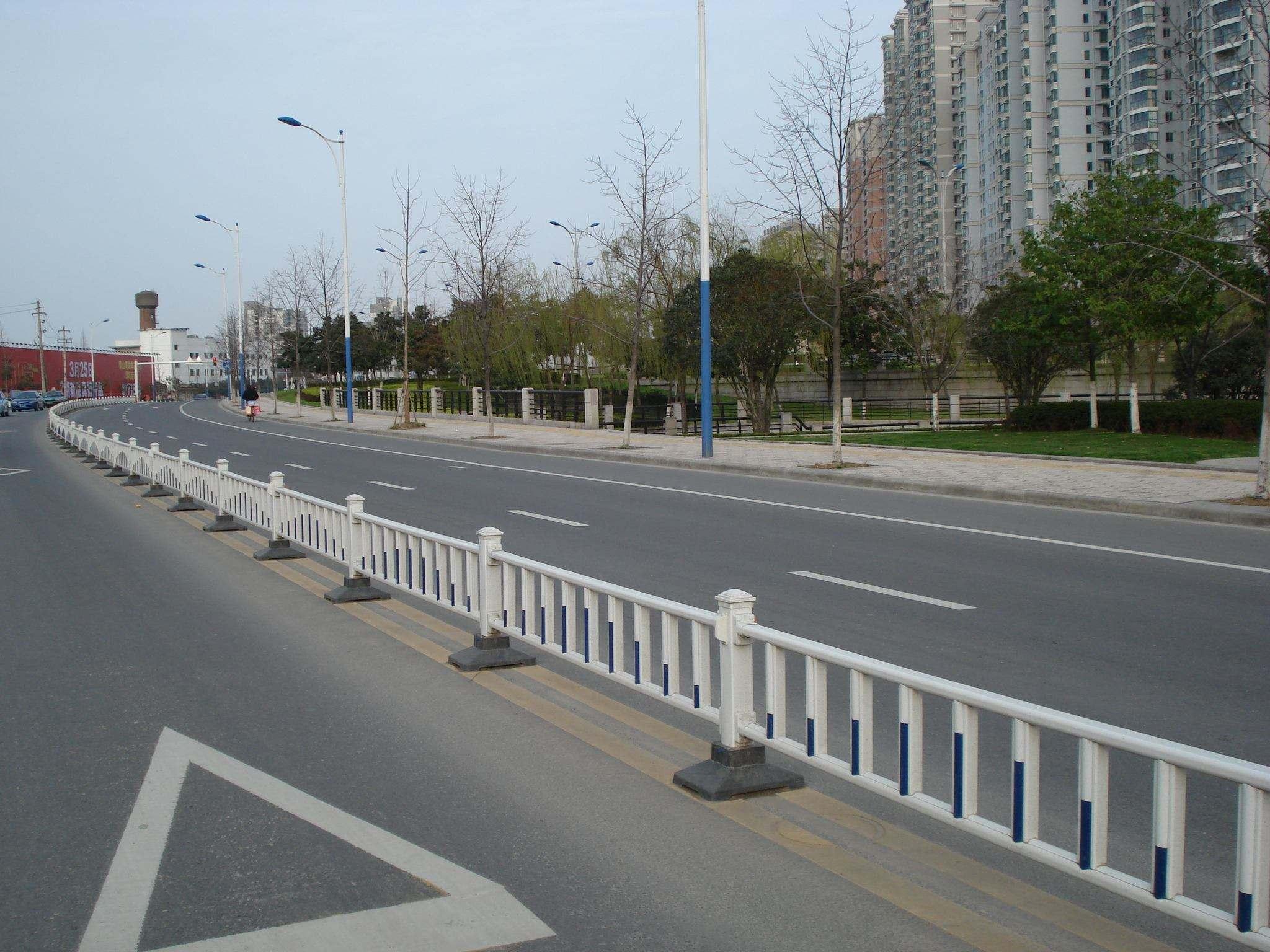 甘肃铁路护栏网生产厂家电话,草坪护栏网厂家_兰州... _邯郸之窗