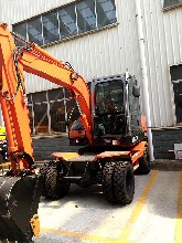 福建新源轮胎式挖掘机