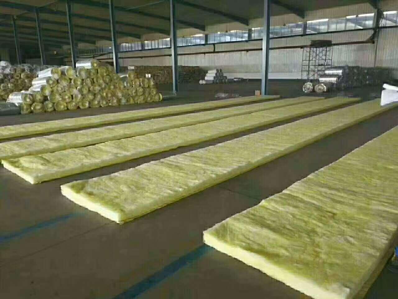 新疆玻璃棉毡施工,离心玻璃棉保温毡