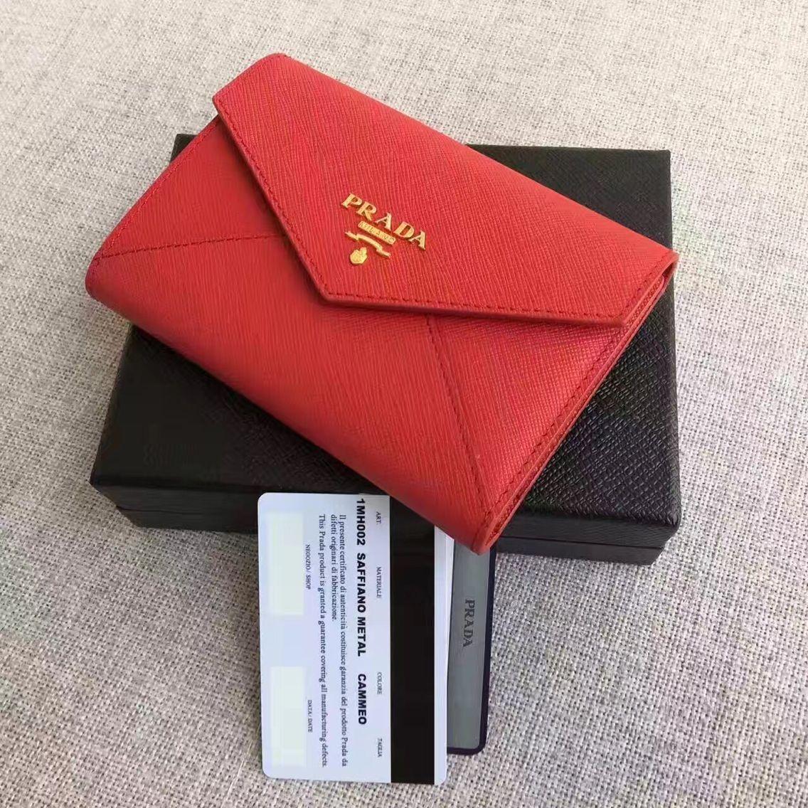 普拉达信封型短款皮夹