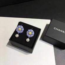 Chanel新款花朵耳环价格,Chanel新款花朵耳环介绍图片