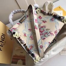 芬迪花朵手缝女包价格,FENDIpeekaboo花朵手缝女包介绍图片