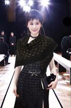 LV新款金色花纹围巾工厂图片