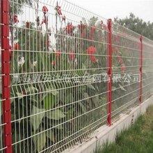 小区护栏网厂家直销三角折弯护栏网套型柱护栏网青岛供应图片