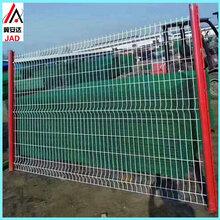 供应桃型柱护栏网小区围墙园艺护栏网三角折弯护栏庭院围栏网图片