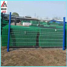 供应三角折弯护栏小区围墙护栏桃型柱护栏厂区围栏护栏网图片