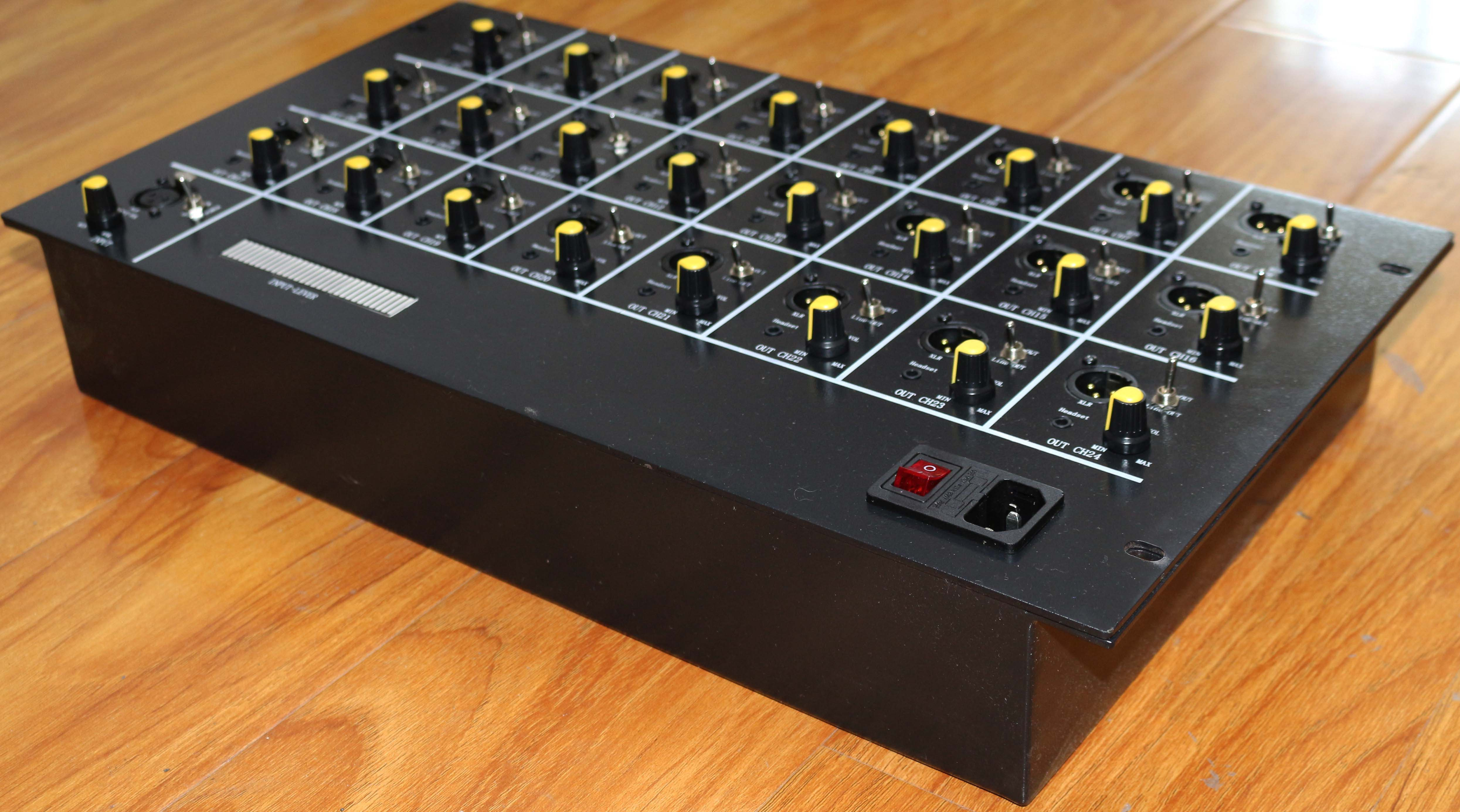 纵横天成1进24出平衡音频分配器带监听和音量调节带隔离