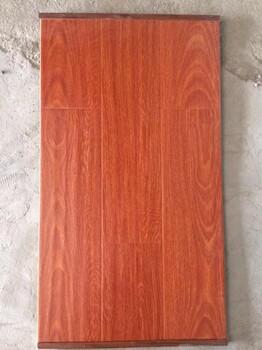 工厂佛山批发防滑耐磨真木纹强化木地板出口手抓纹浮雕11mm复合地板