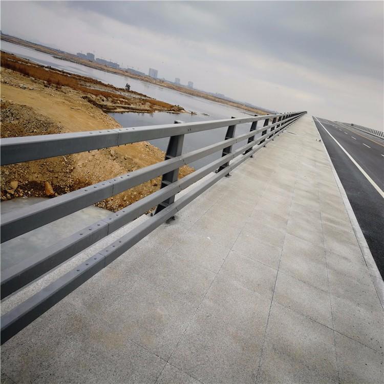 碳素钢防撞护栏生产厂家防撞护栏一米价格防撞护栏安装