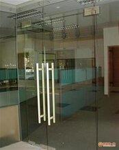 玻璃門維修方法,深圳寶安玻璃門維修,營業卷閘門脫軌圖片