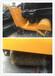 帶著鋼絲刷的路面清掃機手推式路面清掃機直銷的清掃機