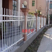 武汉荆州工厂防护栏,锌钢防护栏,水泥柱护栏