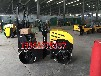 柴油动力轧道机双钢轮的小型座驾式压土机图片