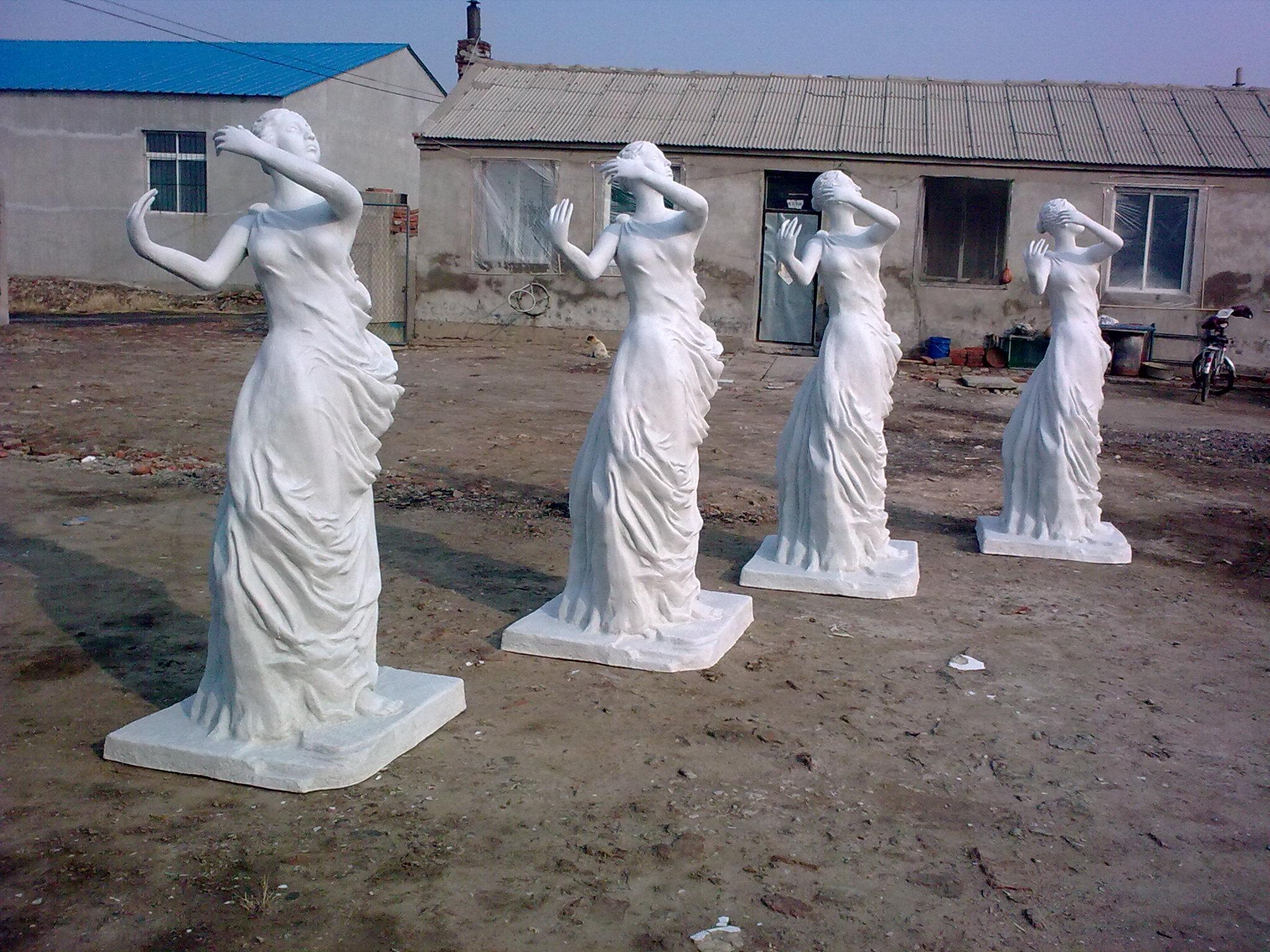 供应玻璃钢人像雕塑厂家公园景观装饰品
