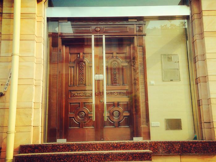 艺之源定制铜门,湖北知名的定做铜门厂家,价格公道欢迎来电咨询。