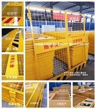 江苏从事施工电梯门厂家施工电梯防护门图片