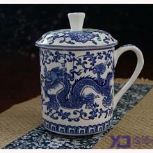景德镇带盖骨瓷茶杯手绘青花双龙陶瓷茶杯定制批发