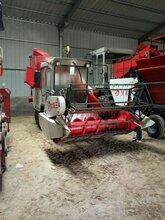 新鲜玉米秸秆粉碎青储机、玉米秸秆打捆机。图片