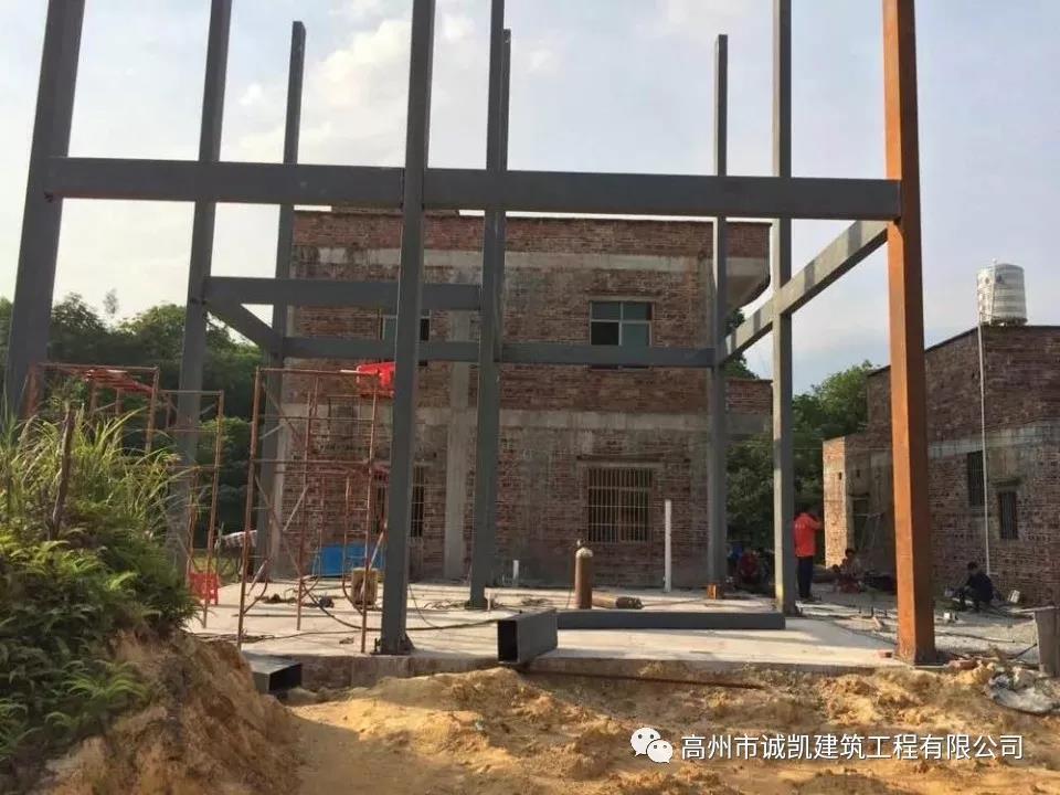 在农村建造钢结构别墅合适吗?