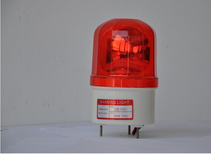LTE1101LJ型旋转警示灯,采用高品质树脂制成。具备高强度性,能适应恶劣环境。颜色有红色、黄色、绿色和蓝色。科学的抛物线形反射镜使光线扩散到很远。使用橡胶垫圈,防雨防尘。使用抗震的LED灯珠发光。 1.适用很多动力传送装置和设备 2.采用了真空处理的反射镜,提高了信号灯的发散效果 3.
