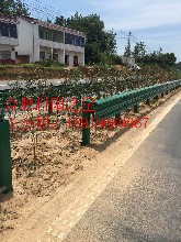 专供江苏南京高速公路波形护栏M型护栏板厂家打桩机安装