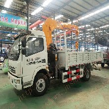 重庆南岸黄牌5吨随车吊吊臂3.5m3节工作幅度9m三石机械凯马随车吊图片